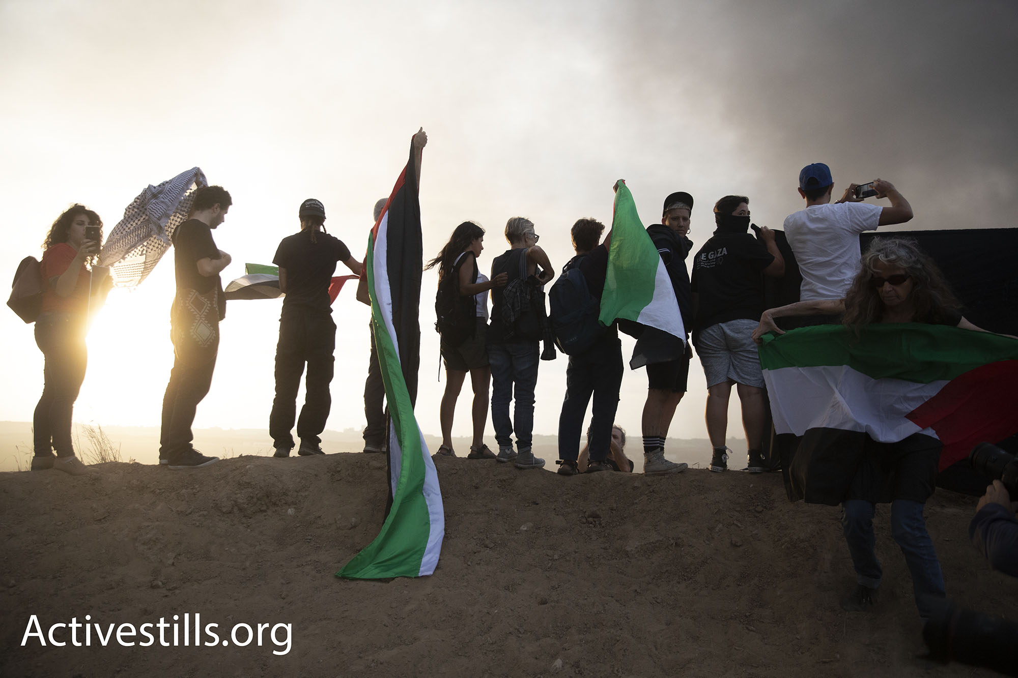 """פעילים מקבוצת """"יהודים למען שיבה"""" מפגינים בסולידריות עם עזה . 5 באוקטובר 2018 (אורן זיו / אקטיבסטילס)"""