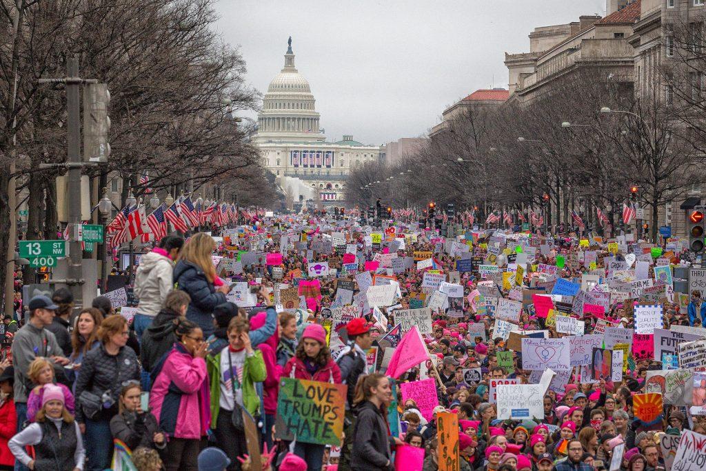 מצעד הנשים בוושינגטון מייד אחרי השבעת טראמפ. ההתנגדות צריכה ללבוש צורות חדשות (צילום: CC BY-SA 2.0)