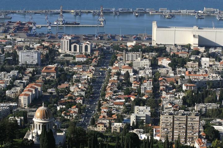 המושבה הגרמנית והנמל, מבט מהכרמל. הערבים בחיפה צריכים להרגיש שהעיר שייכת להם (צילום: מיכל פתאל / פלאש 90)