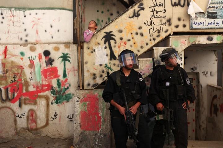 """.שוטרי מג""""ב בסמטה בבטן אל הווא בסילוואן. 800 פלסטינים אמורים להיות מפונים לטובת מתנחלים יהודים (צילום: קובי גדעון / פלאש 90)"""