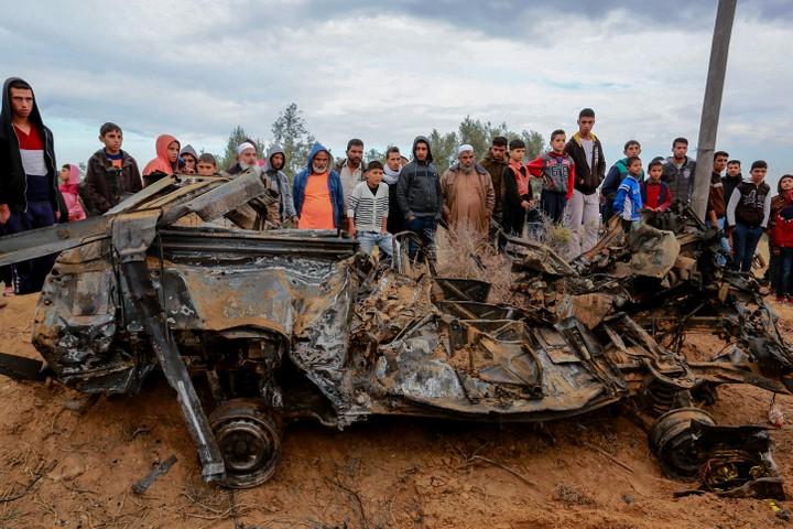 שרידי הרכב בו ברחו החיילים הישראלים. 12 בנובמבר 2018 , חאן יונס (עבד רחים ח'טיב/פלאש 90)