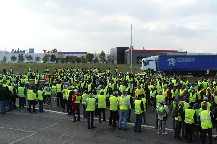 הפעולות המעניינות התרחשו מחוץ לפאריז. מפגיני האפודים הצהובים במחוז אוט סאון (צילום: Creative Commons Attribution-Share Alike 4.0 International, ,Obier)