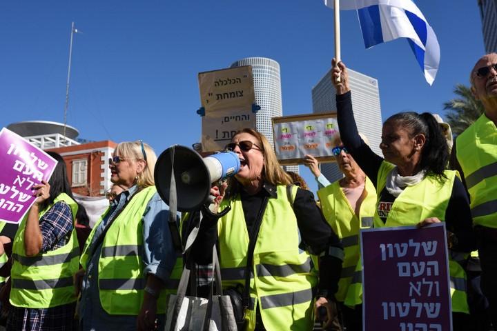 הציבור היהודי בישראל לא מבדיל בין המשטר למדינה. הפגנת האפודים הצהובים בתל אביב בסוף השבוע (צילום: גילה יערי / פלאש 90)