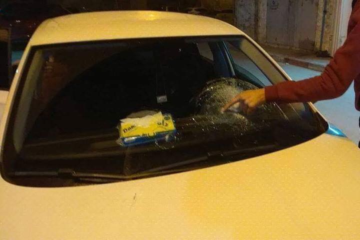 מכונית שהותקפה בכפר סינג'ל (צילום: באדיבות יש דין)