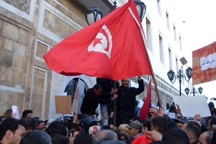 הפגנה נגד הממשל בתוניסיה. ינואר 2011 (צילום: M.Rais, ויקימדיה, CC0 1.0)