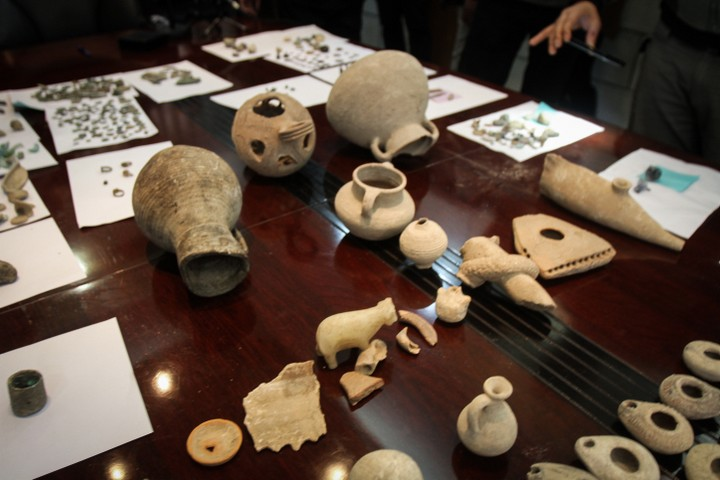 עתיקות שנתפסו על ידי כוחות הבטחון הפלסטינים בשכם ובקלקיליה. אילוסטרציה (צילום: נאסר איסתישיה / פלאש 90)