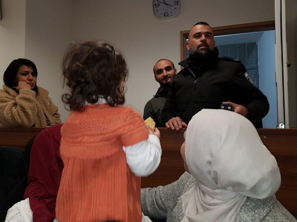 גדל בירושלים, התחתן בה, ועכשיו מועמד לגירוש. אל חרוף בבית משפט עם אשתו ובתו