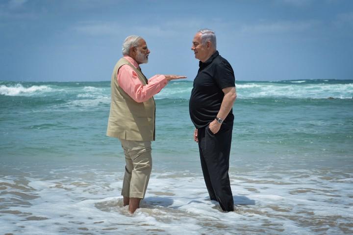 """עסקת נשק הגיע למקורב שלו. ראש ממשלת הודו נרנדרה מודי עם נתניהו (צילום: קוסי גדעון / לע""""מ)"""