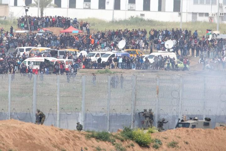 אלפי מפגינים התאספו לצעדת השיבה הגדולה בגבול עזה. 30 במרץ 2019. (אורן זיו)