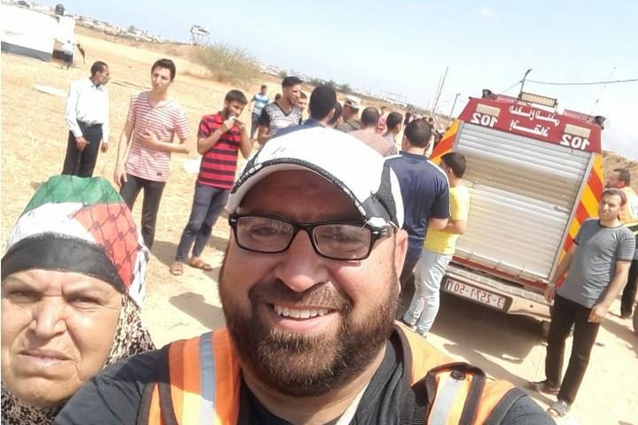 רצה להציל את בנה, אבל זה היה מאוחר מדי. אינתיסאר אבו חסנין ובנה מוסא שנהרג בהפגנה בשעה שרץ לטפל בפצועים (צילום: באדיבות המשפחה)