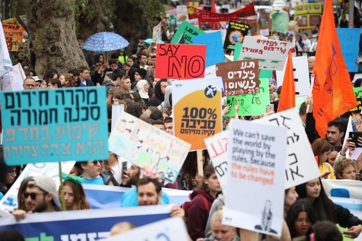 """""""די נמאס מהפחם, תנו לנשום כמו בני אדם"""". אלפים ב""""צעדת האקלים היום בתל אביב (צילום: אורן זיו / אקטיבסטילס)"""