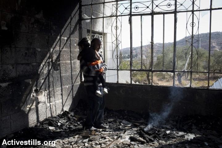 """גם כדי להתלונן, הפלסטינים צריכים להיכנס להתנחלות. בית שרוף בכפר סינג'ל מאירוע """"תג מחיר"""" (צילום: אורן זיו / אקטיבסטילס)"""
