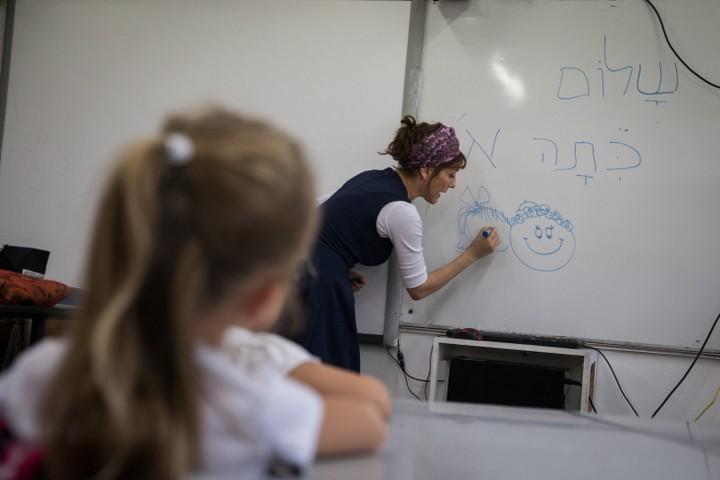 """""""שיטת השוברים"""" שמציג פייגלין הביאה לקריסת מערגות החינוך במקומות שבהם נוסתה. בית ספר בירושלים (צילום: הדס פרוש / פלאש 90)"""