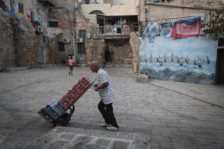 """""""אחת המטרות היא לרוקן את עכו העתיקה מתושביה"""". רחוב בעכו העתיקה (צילום: נתי שוחט / פלאש 90)"""
