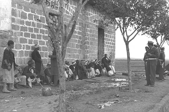 """עצם הדיבור על גזל נחשב כבגידה ברעיון הציוני. הכפר פלוג'ה אחרי כיבושו בידי הצבא הישראלי (צילום : לע""""מ)"""