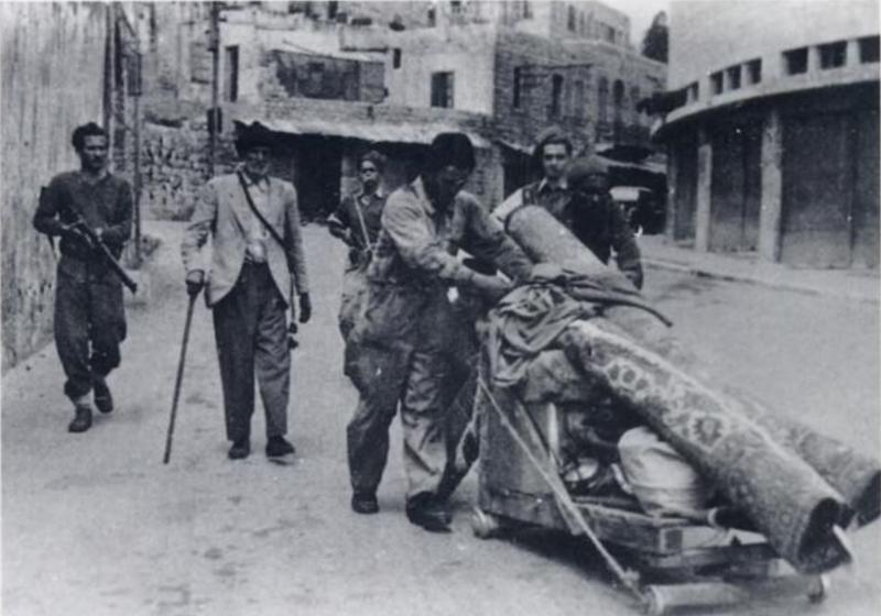 ביזת הרכוש הפלסטיני נועדה לאותת לפליטים שאין להם לאן לחזור. פלסטינים בחיפה אחרי הכיבוש