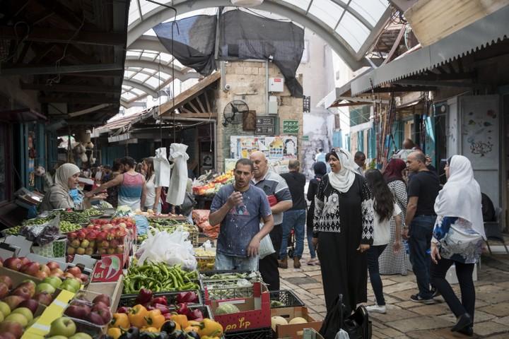 חשוב להבין איפה מתרחש המפגש בין יהודים וערבים. השוק בעיר העתיקה בעכו (צילום: נתי שוחט / פלאש 90)