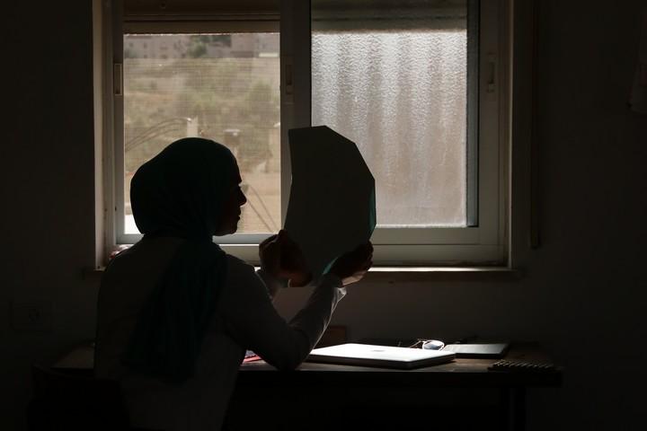 """מתוך """"ביקור"""", סרטה התיעודי של נור אבו ג'נייה"""