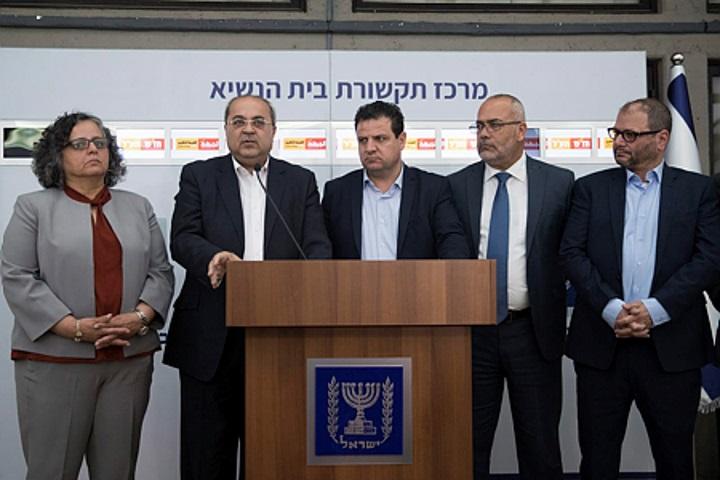 """שותפות פוליטית ערבית-יהודית עכשיו. חברי חד""""ש- תע""""ל בבית הנשיא השבוע לאחר שבחרו לא להמליץ על אף מועמד לראשות הממשלה (יונתן זינדל/ פלאש 90)"""