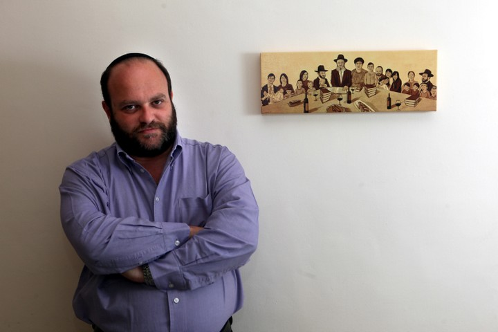 """מדבר על מדינה שמכחידה אזרחים ב""""נימה הומוריסטית"""". השדרו קובי אריאלי (צילום: יוסי זמיר / פלאש 90)"""