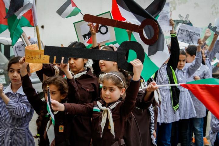 עד העשורים האחרונים, במזרח התיכון לא הכירו השמדות וגירוש המוני. ילדים פלסטינים מציינים את הנכבה בשכם (צילום: נאסר אשתאיה / פלאש 90)