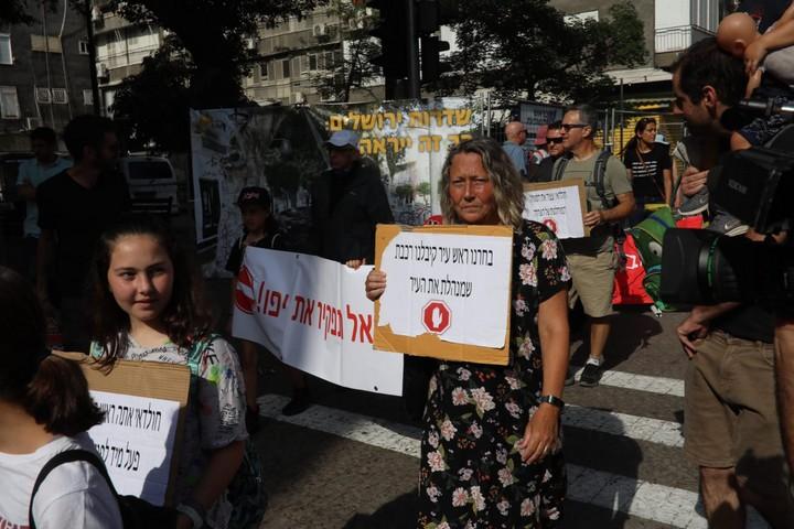 תושבי יפו מוחים על סגירת שדרות ירושלים לטובת עבודות הרכבת הקלה, בלי תיאום עם התושבים (אורן זיו)