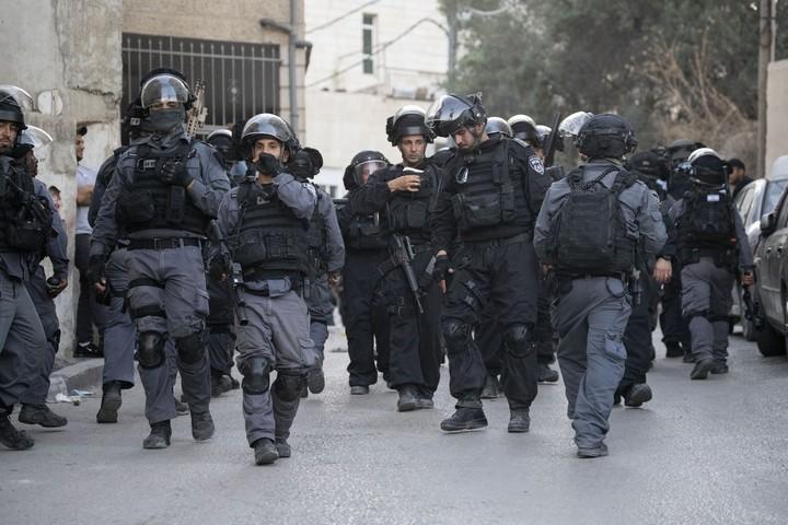הפעילות של המשטרה אינה מכוונת נגד מפירי סדר או עבריינים אלא כנגד עשרים אלף תושבי השכונה. שוטרים בעיסאוויה (אורן זיו / אקטיבסטילס)