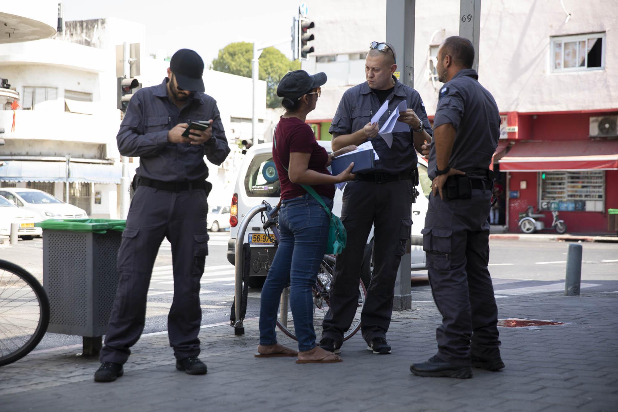 מהגרי עבודה עוכבו על ידי המשטרה בדרום תל אביב (צילום: אורן זיו/אקטיבסטילס)