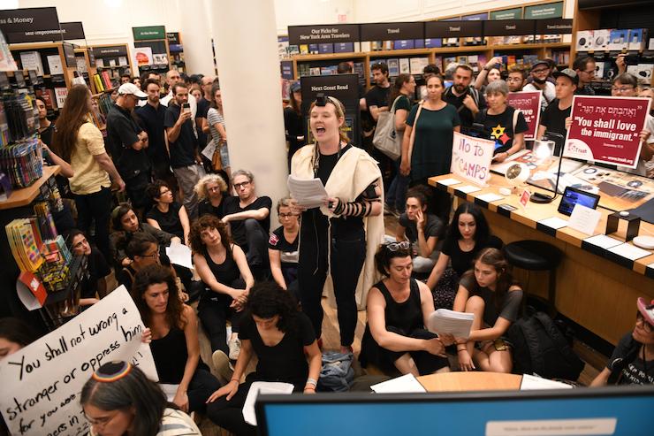 שביתת השבת בחנות אמזון נגד פשיטות ICE (צילום: גילי גץ)