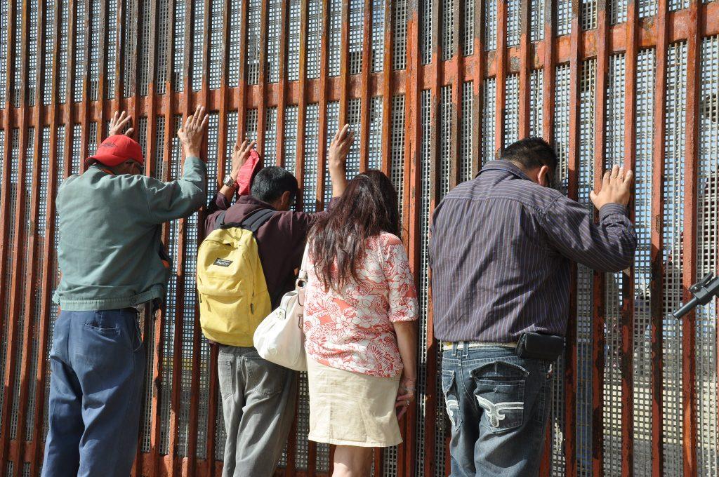 """המחקר השווה בין תגובות של נחקרים יהודים וערבים לתגובות של מקסיקאים ותושבי אריזונה. מקסיקאים ליד הגבול עם ארה""""ב (צילום: BBC World Service CC BY-NC 2/0)"""