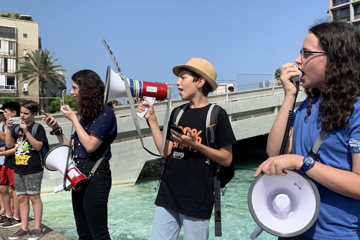 עומר שליטא ופעילות נוספות בהפגנת בנות ובני נוער נגד אסון האקלים, תל אביב, 20.9.19 (חגי מטר)