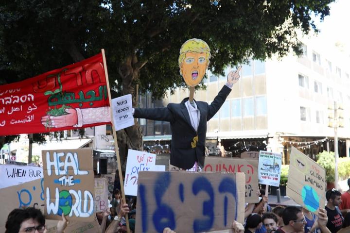 בובה של דונלד טראמפ בצעדת האקלים בתל אביב (אורן זיו)