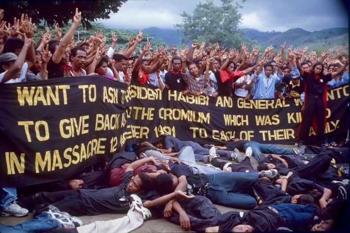 שחזור של הטבח בסנטה קרוז במזרח טימור, ב-1998 (צילום: Mark Rhomberg/ETAN)