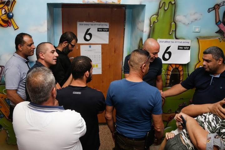תור לקלפי בבחירות המוניציפליות בכפר קאסם, באוקטובר 2018 (צילום: רועי אלימה / פלאש90)