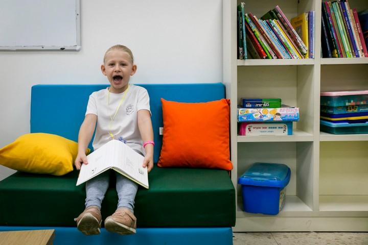 """רק 0.005 אחוז מהילדים בישראל לומדים בחינוך ביתי, והמגבלות עליו גדולות מאוד. בארה""""ב זה יותר מקובל. ילד בבית ספר במושב חניאל (צילום: חן ליאופולד / פלאש 90)"""