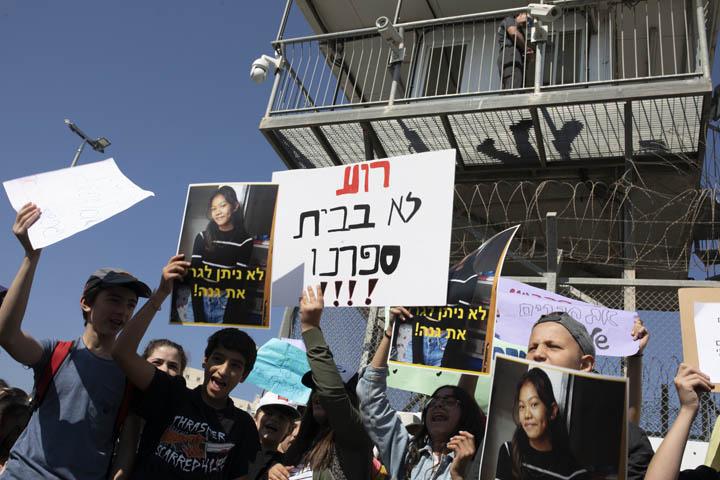 הפגנה מול כלא גבעון של תלמידי בתי ספר בתל אביב, נגד מעצר וגירוש תלמידים (צילום: אורן זיו)