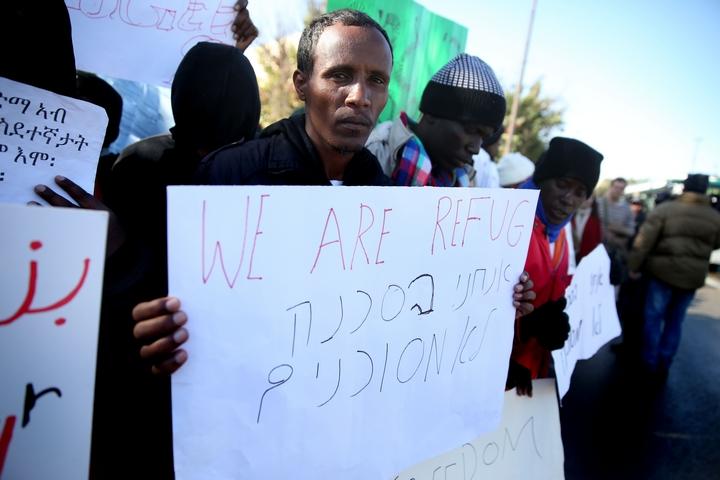 פליטים מפגינים מול הכנסת, בדצמבר 2013 (צילום: הדס פארוש / פלאש90)