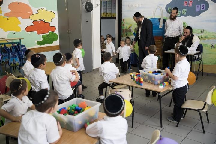 תלמידים חרדים בבית ספר בהתנחלות ביתר עילית (צילום: נתי שוחט / פלאש90)
