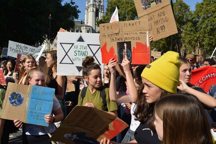 הפגנה למען האקלים בלונדון (צילום: Julian Stallabrass)