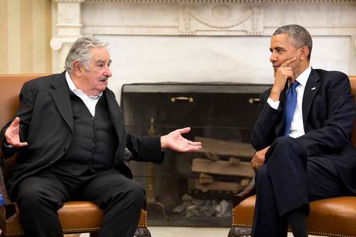 """חוזה """"פפה"""" מוחיקה, לשעבר נשיא אורוגוואי, בפגישה עם הנשיא אובמה ב-2014 (צילום: פיט סוזה, הבית הלבן)"""