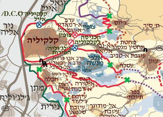 מובלעת אלפי מנשה. בחום מנוקד התוואי שבוטל, ובאדום הגדר הקיימת שלוכדת שלושה כפרים בצד הישראלי. (מפה: בצלם)