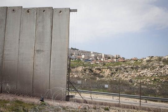 האם המכשול מבטיח לנו ביטחון? החומה הופכת לגדר ליד ירושלים (אורן זיו / אקטיבסטילס)