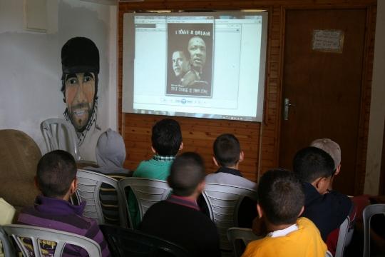 ילדים בחברון בסדנת אי-אלימות של נוער נגד התנחלויות (חגי מטר)