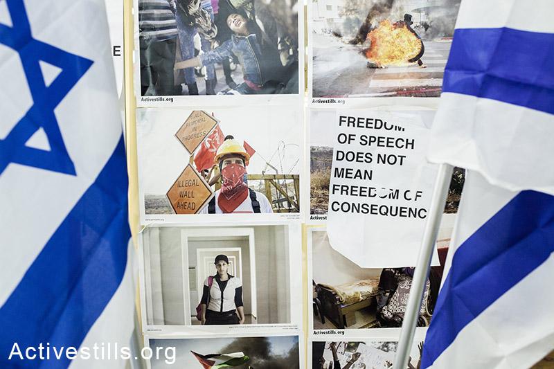 שני דגלי ישראל שהוצבו על ידי סטודנטים בבית הספר שנקר להנדסה ועיצוב, ליד תערוכת צילומים של אקטיבסטילס. בשלט שנתלה על ידי הסטודנטים נרשם: חופש הביטוי אינו אומר חופש מקונצנזוס״. הסטודנטים מחו בכך על ״ייצוג לא שיוויוני של הקונפליקט״, וקראו להורדת התערוכה, במסגרת כנס על ״תרבות חזותית בין ציות להתנגדות״, רמת גן, ישראל, ה-30 למרץ, 2014.