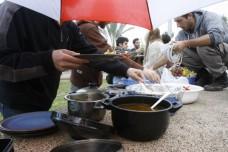 """דו""""ח המבקר: שלוש אגורות לסיוע במזון לנפש. לערבים – אפס"""