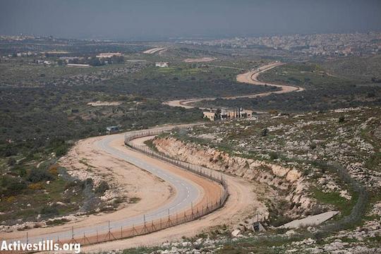מקטע של הגדר באזור טול כרם (אורן זיו / אקטיבסטילס)