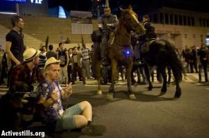 נרמסים על ידי סוסי המשטרה. ליל הבאנגים הגדול