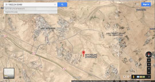 נקודת הציון של היישוב היהודי המתוכנן עומרית, על בתי הכפרים הבלתי מוכרים א-זרנוק וביר אלמשאש. צילום מסך מתוך גוגל מפס