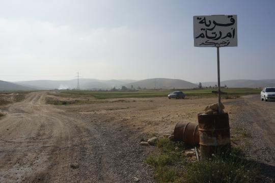 הכניסה לכפר הבדואי הבלתי מוכר אום רתאם, שבמקומו מתוכנן לקום היישוב היהודי טליה. צילום: מיכל רותם