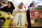 משפחות אסירים פסטינים מפגינות מול משרדי הצלב האדום בעזה (אקטיבסטילס)